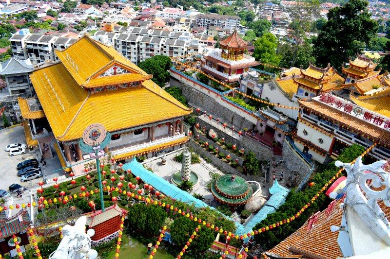 スケールに圧倒されるジョージタウンの東洋一の中華寺院ケックロックシー