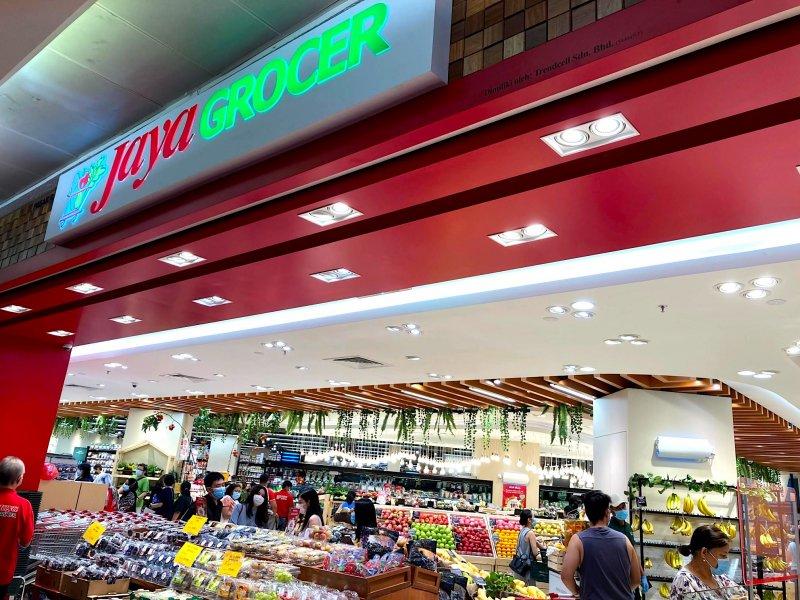 ジャヤグローサー(Jaya Grocer)は列全部が日本食専用棚になっている店舗