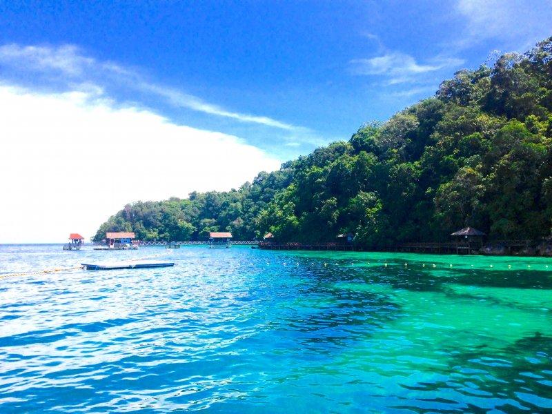 ランカウイからパヤ島へサメと泳ぐエメラルドグリーンの美しすぎる海